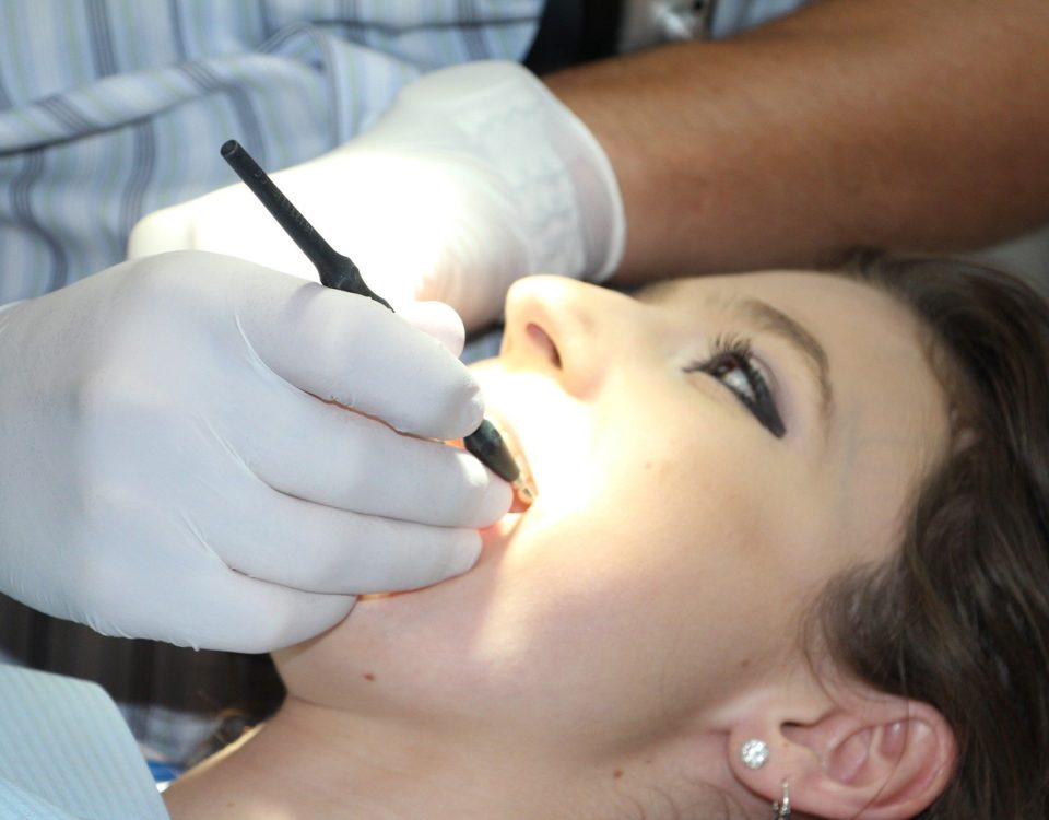 cauze eruptii dentare